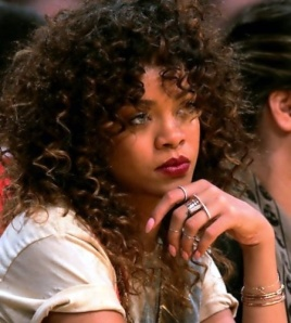 rihanna-jewellery-knuckle-rings